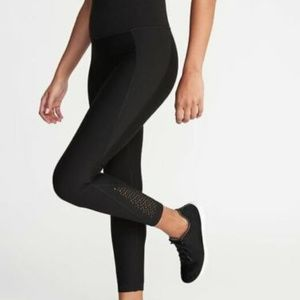 Old Navy High-Rise Elevate Laser-Cut 7/8 Leggings